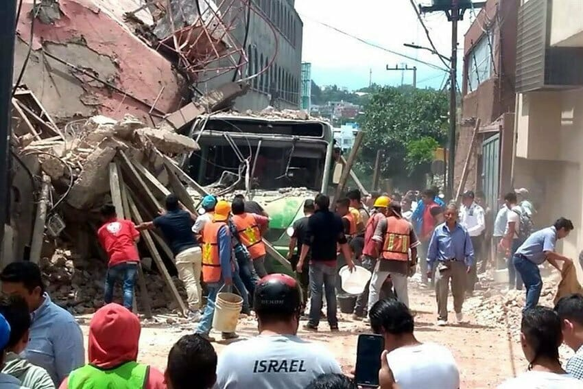 A building that collapsed yesterday in Cuernavaca.