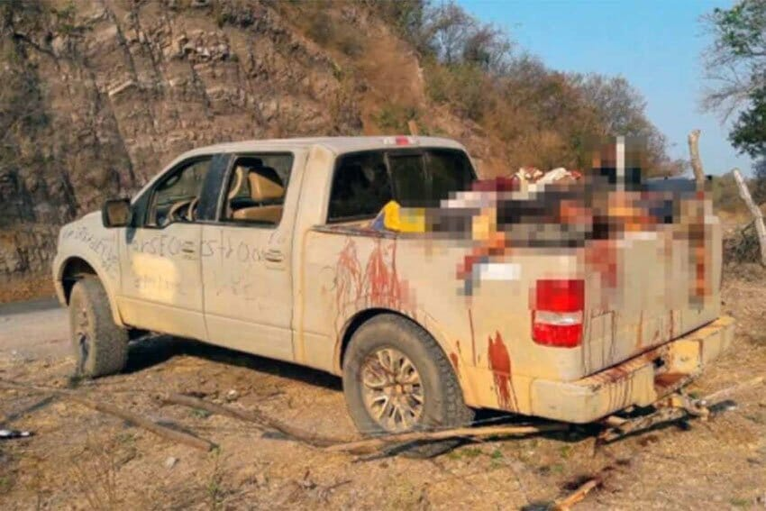 Truck with gruesome cargo in Michoacán.