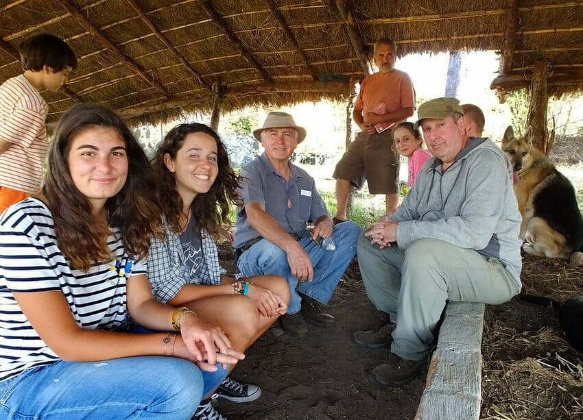 French and Scottish volunteers with Mayorga, discussing compost and worms.