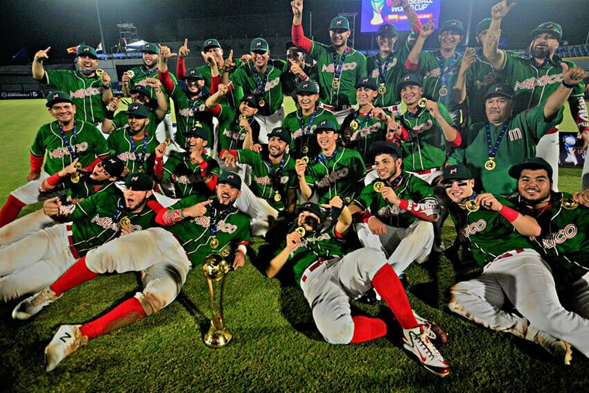 Mexico's U-23 baseball champs and their trophy.