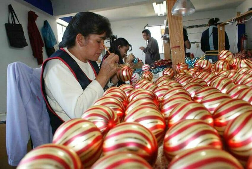 Artisans at work decorating ornaments in Tlalpujahua.