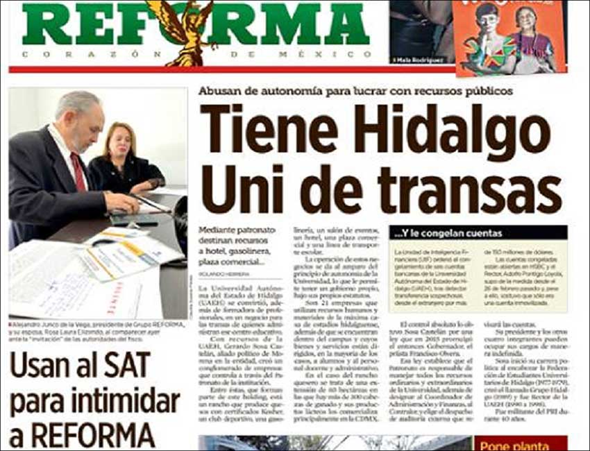 Friday's issue of Reforma. In the photo, Grupo Reforma principals at the tax administration's office in Monterrey.