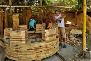 Bo Poole and Diego Pérez during construction of the giant chess piece.
