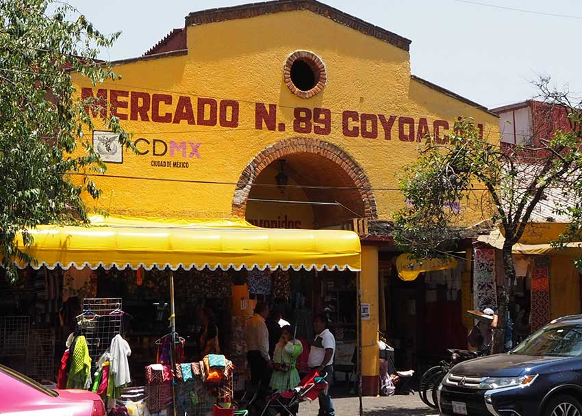 The entrance to the best seafood and barbacoa in Coyoacán – Mercado Coyoacán.