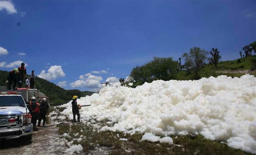A large mound of foam in the Puebla irrigation canal.