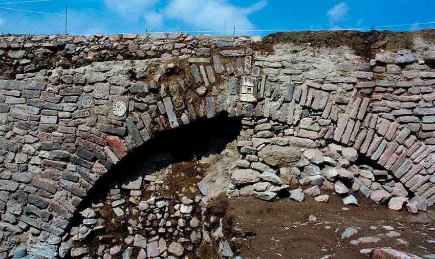 The Ecatepec tunnel where the petroglyphs have been found.