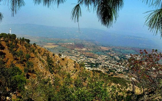 """""""Great grandmas and 5-year-olds"""" hike up from Amatitán to the cross once a year."""