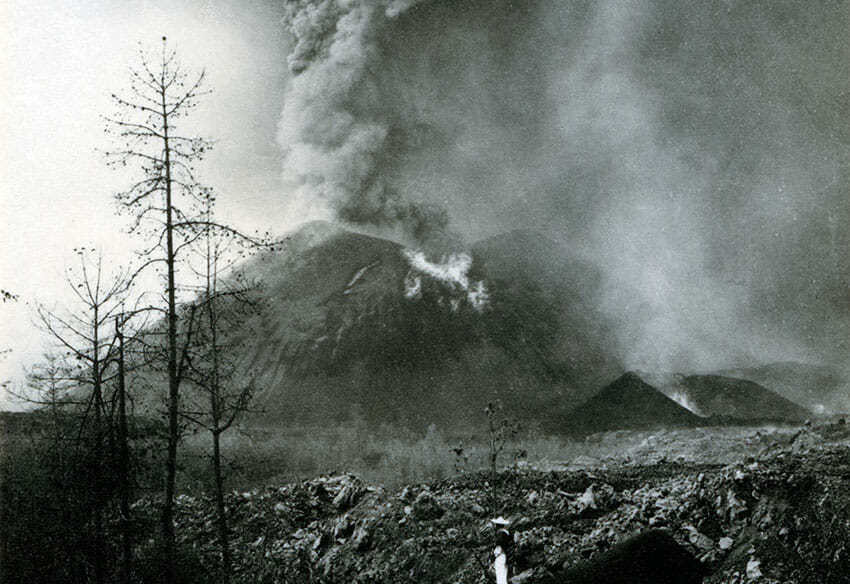 The Paricutín volcano erupting in 1943, photographed by Bodil Christensen.