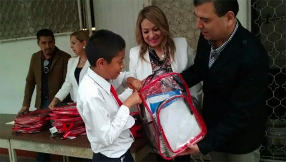 Backpack inspection at a school in Nuevo León.