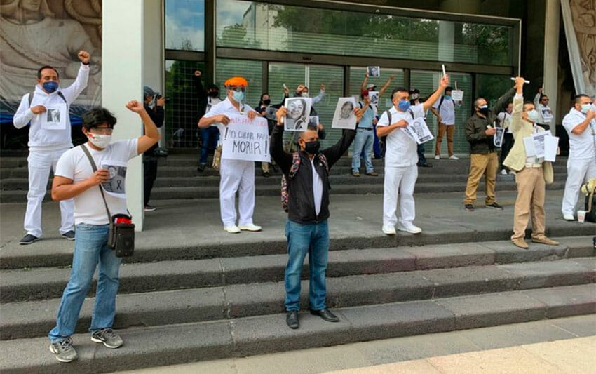 Friday's protest by IMSS health workers in Mexico City.