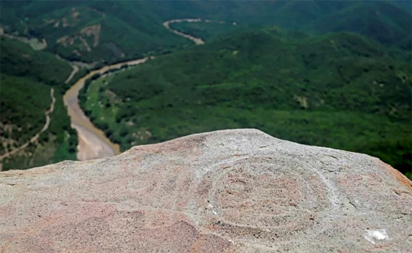 A glyph on the top of a hill in Puebla.