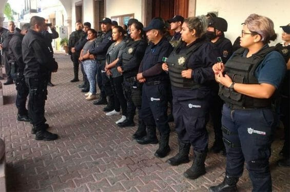 Members of Poncitlán's finest were removed from duty yesterday.