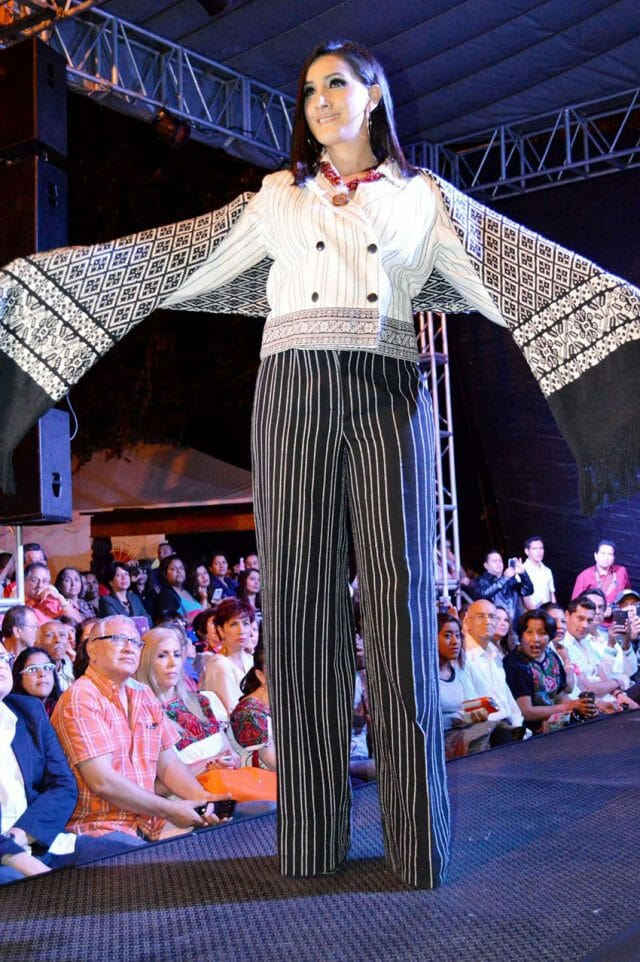 Angahuan rebozo with outfit designed to match at the Michoacán Rebozo Fashion Show