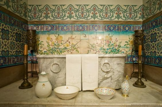 With thoughtful décor and no wet floors, Empress Carlota's bathroom at Chapultepec Castle might do well on the writer's rating system for Mexican bathrooms.