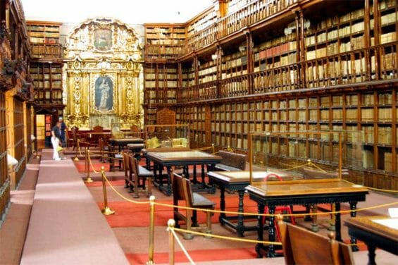 Books have been stolen from the Palafoxian Library in Puebla city.