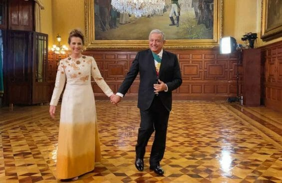 President López Obrador and his wife, Beatriz Gutierrez-Muller, in the National Palace during an event celebrating Mexico's independence.