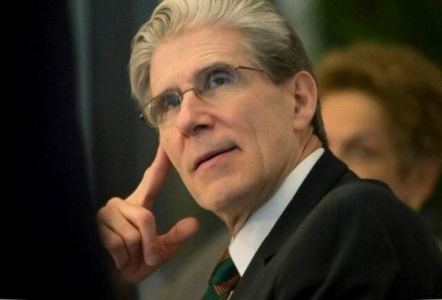 Former Minister of Health Julio Frenk is a member of Signos Vitales.