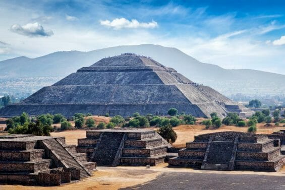 Mexico's historical preservation agency reported to México state authorities about illegal construction on private land at the protected Teotihuacán site.