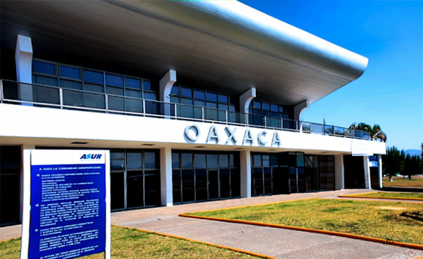 Teacher training students have ended their protest at the Oaxaca city airport.