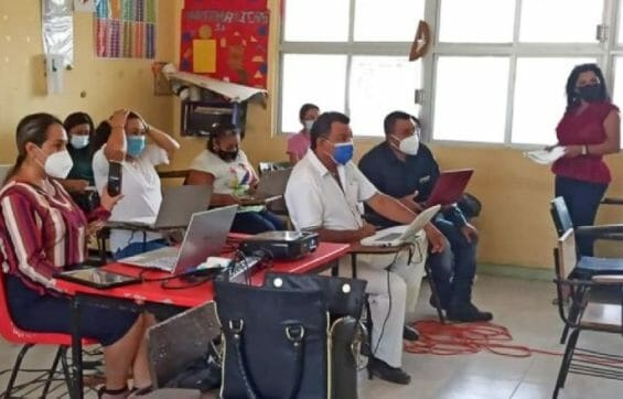 Teachers at a Campeche school at a meeting to prepare for the reopening of 137 primary schools in the state.
