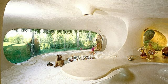 Casa Orgánica, inspired by caves and igloos.