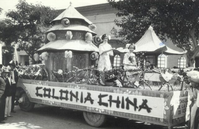 Float representing Chinese residents in Torreón, Coahuila.