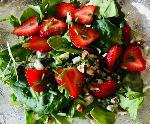spinach and goat cheese salad with strawberries
