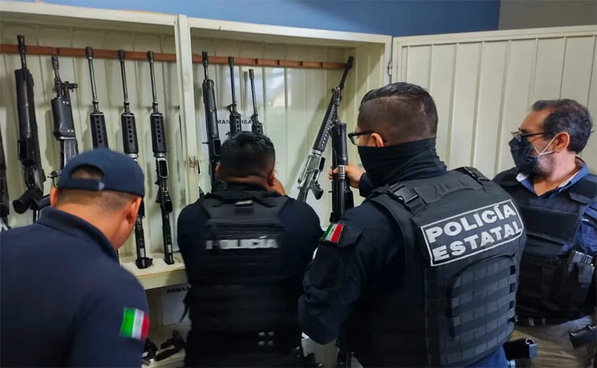 State police inspect weapons belonging to Zongolica municipal police.