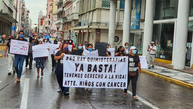 Parents of cancer patients march Wednesday morning in the city of Veracruz.