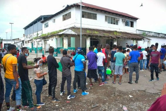 Migrants line up to apply for asylum in Tapachula, Chiapas.
