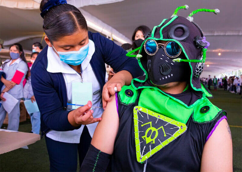 The superhero Supergrillo was one of the costumed candidates for vaccination in Xochimilco this week.