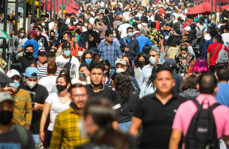 Large crowds continue to form in Mexico City in spite of a growing third wave.