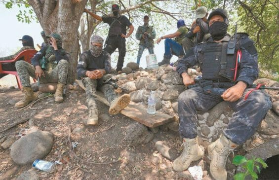 Pueblos Unidos self-defense groups have implemented blockades, trying to stop the expansion of the CJNG