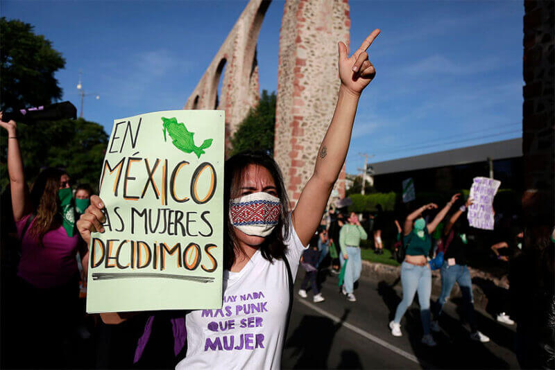 A woman at a protest in favor of legal abortion in Querétaro, in 2020.