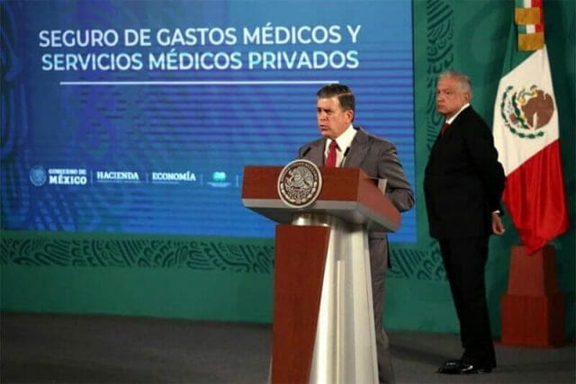 Profeco chief Ricardo Sheffield reported on the excesses of private hospitals at the president's Wednesday morning press conference.